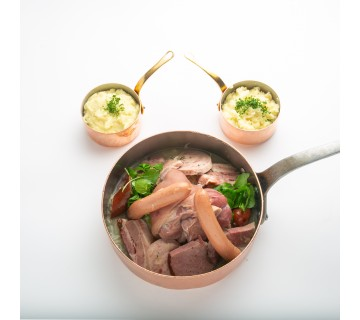La formidable choucroute des Brasseries Georges, pour 2 personnes, accompagnée de son véritable jarret de porc