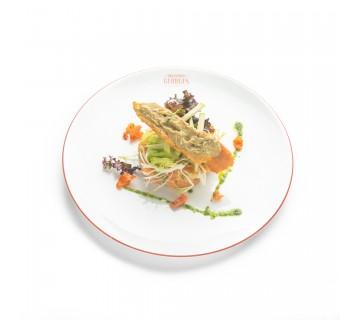 Tartare de saumon, de l'oignon rouge, bruschetta au caviar d'aubergine