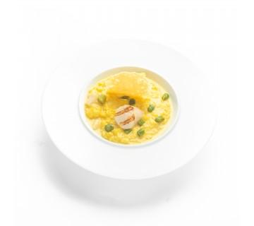 Risotto aux St Jacques, asperges vertes, cébettes et tuile de parmesan