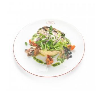 Salade végétarienne, légumes grillés et quinoa aux épices