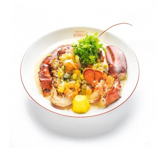 Pot-au-feu de homard aux petits légumes et cerfeuil